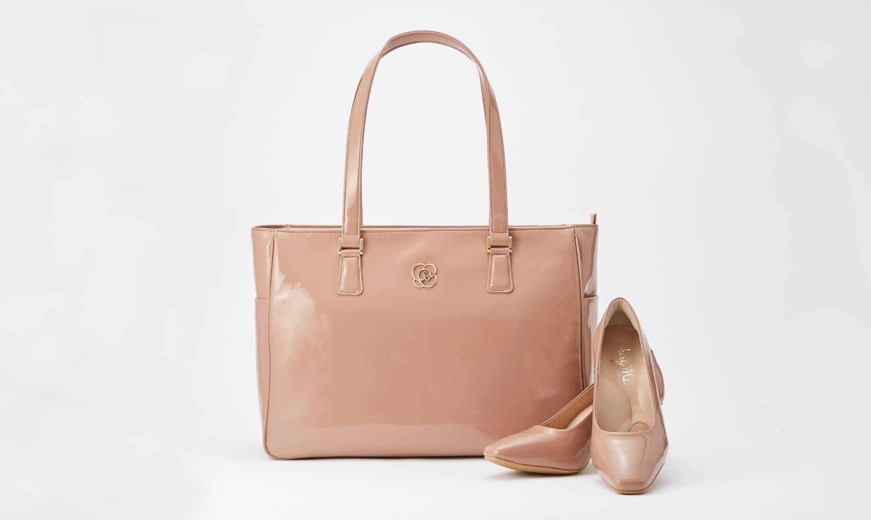 09_Airy_Tote_and_Puni_Puni_Pumps.jpg