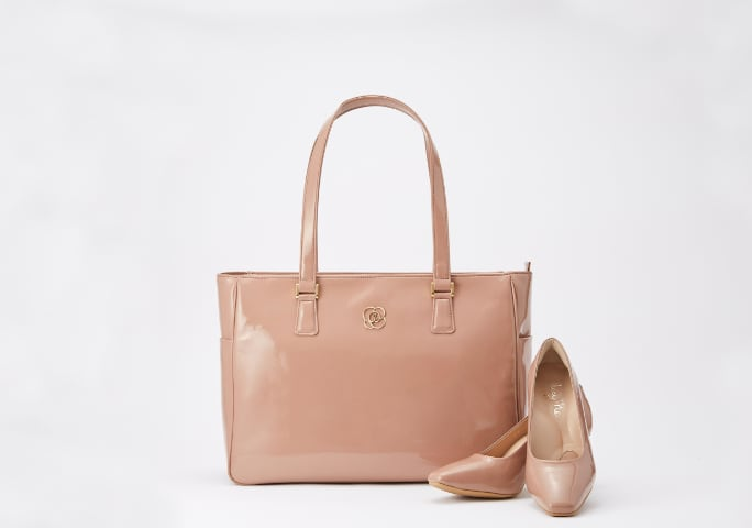 09_Airy_Tote_and_Puni_Puni_Pumps_Mobile.jpg