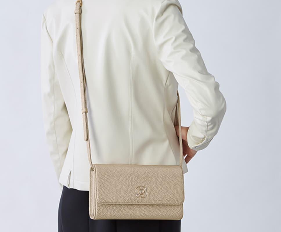 48_29_Pocket_Wallet_Bag_Feature_Crossbody.jpg