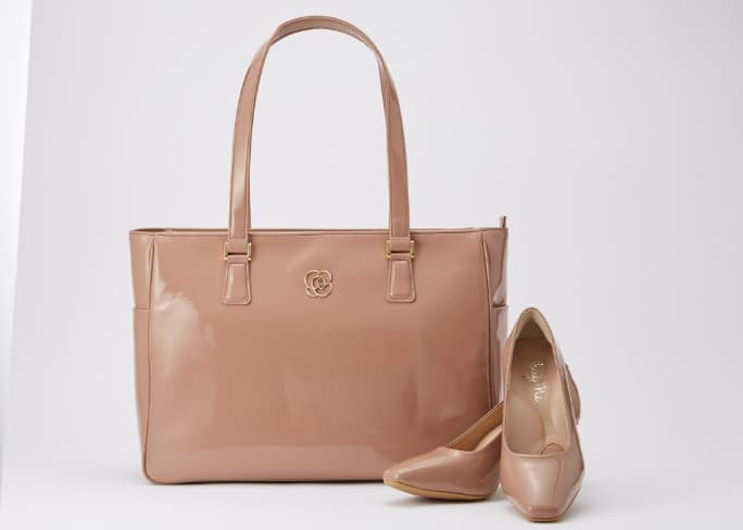 07_Airy_Tote_Feature_Matching_Pumps_Mobile.jpg