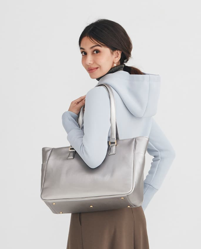 16_Airy_Tote_Coordinate_Park_Travel_1_Mobile.jpg