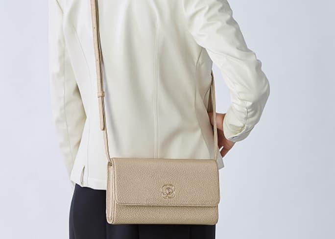 48_29_Pocket_Wallet_Bag_Feature_Crossbody_Mobile.jpg