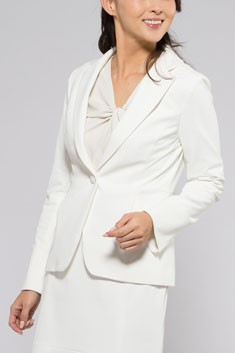 白テーラードジャケット